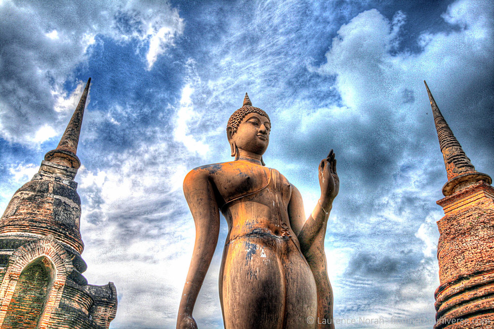Two wats one statue hdr.jpg