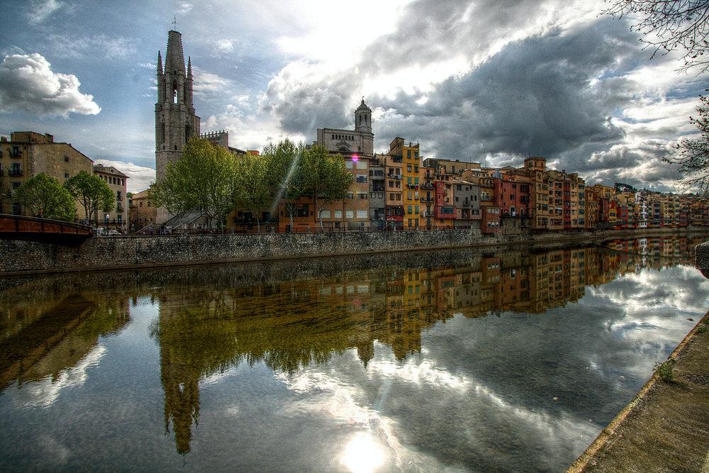 Girona houses river.jpg