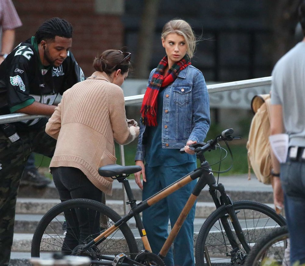 Charlotte-McKinney--On-the-set-of-Flatliners--18-greenstarbikes.jpg