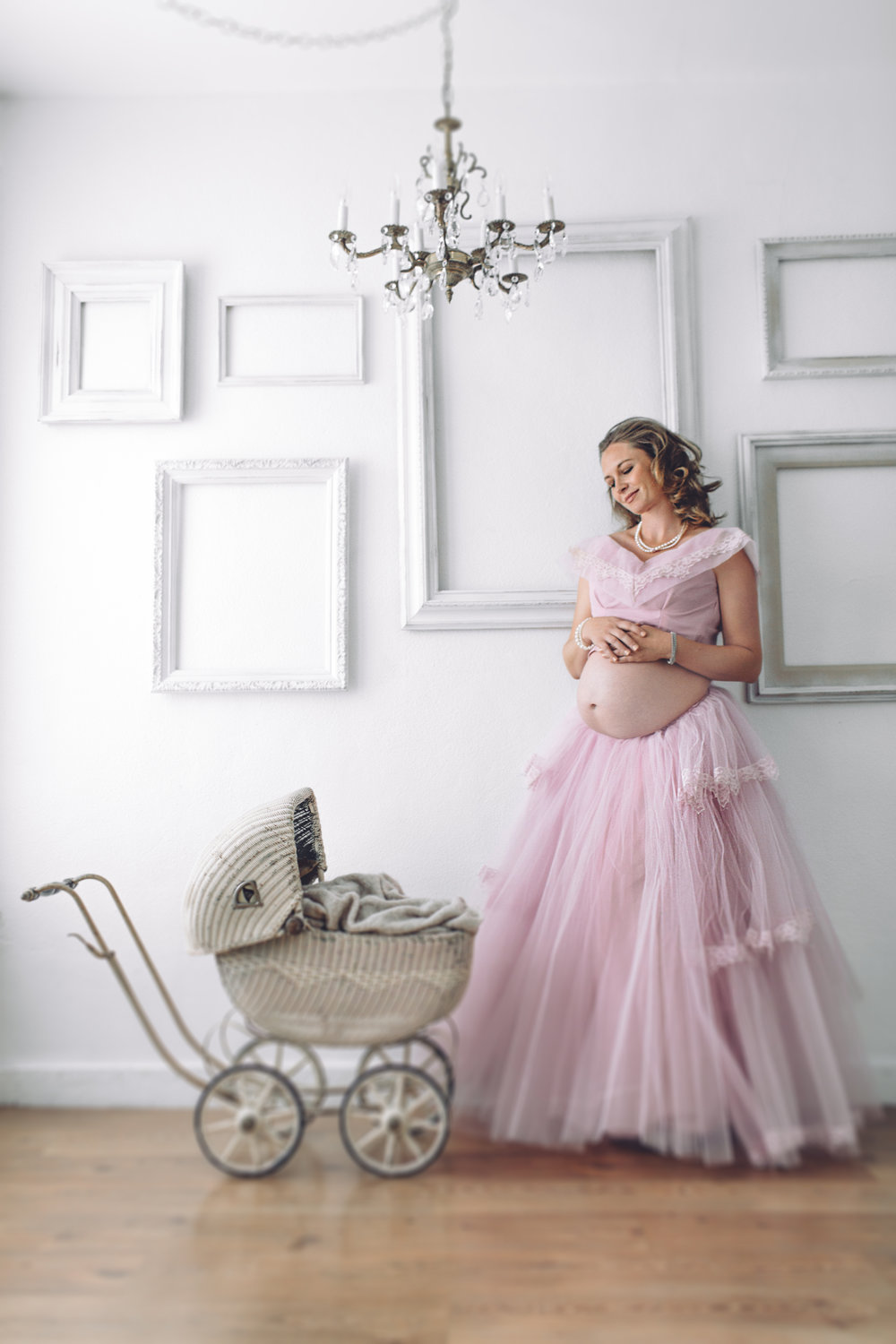 2 BARBIE LOS ANGELES MATERNITY PHOTOGRAPHY STUDIO BEAUTY PORTRAIT VALERIE KENDAL  V KENDAL PHOTOGRAPHY-4759.jpg