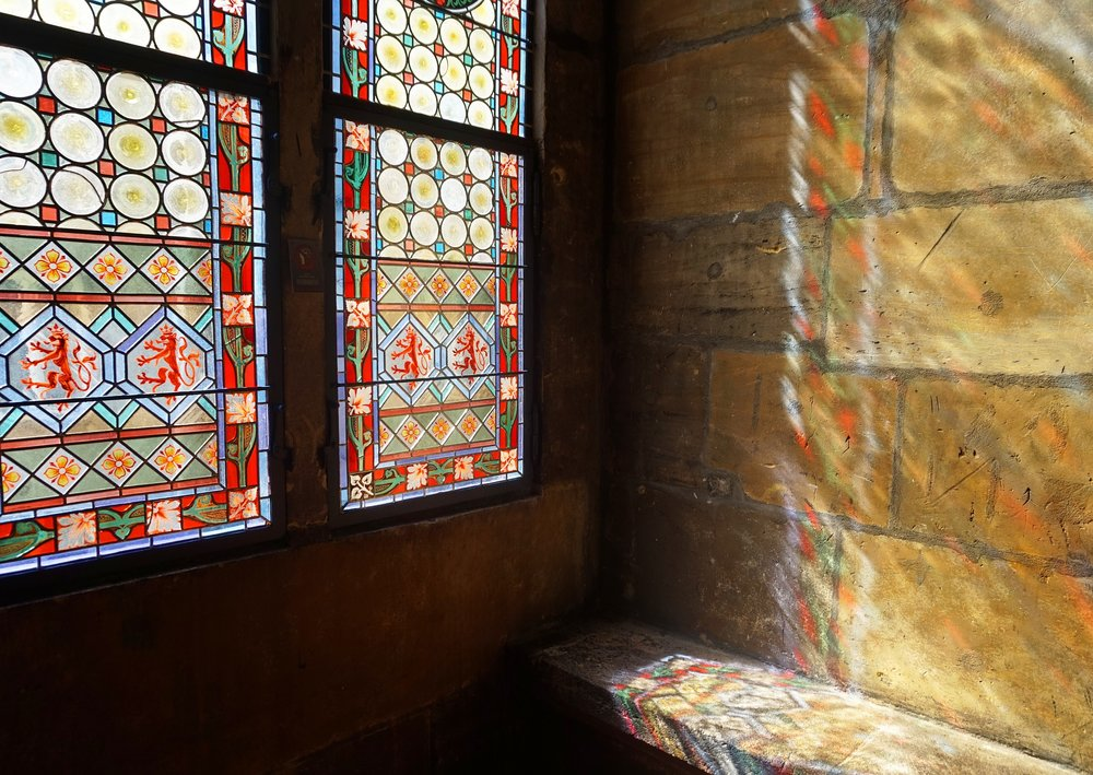 stained-glass-window-3381329_1920.jpg