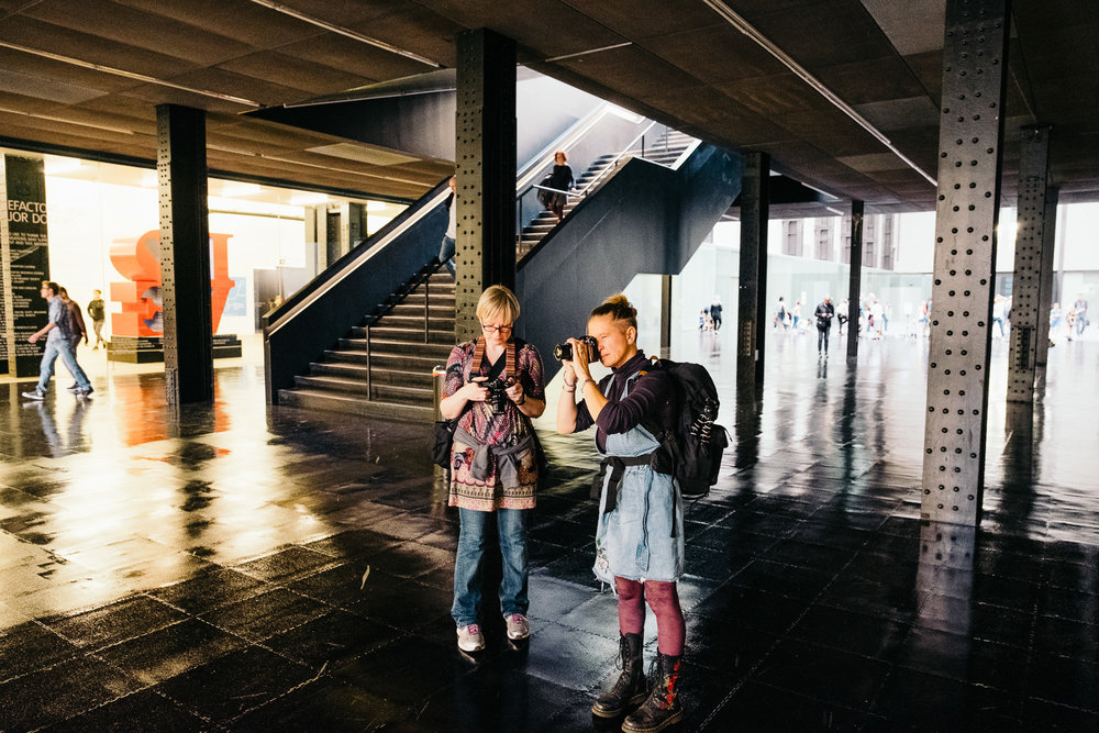 Bloss & Paula shooting at Tate Modern © Andrew Newson