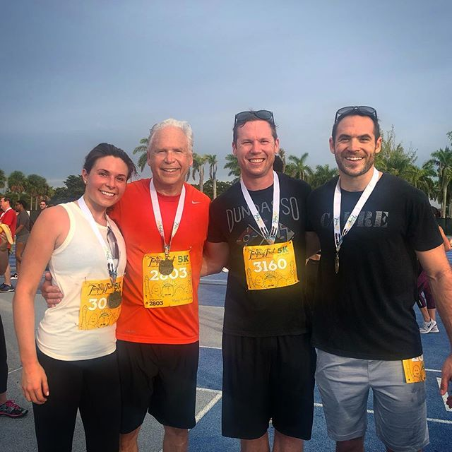 Annual Thanksgiving turkey trot (Miami edition) with @kelsey.rath, @aschmidtacular, and @joe.kraus.794. #Thanksgiving #TurkeyTrot #RunMiami #Family #Miami #Fitness