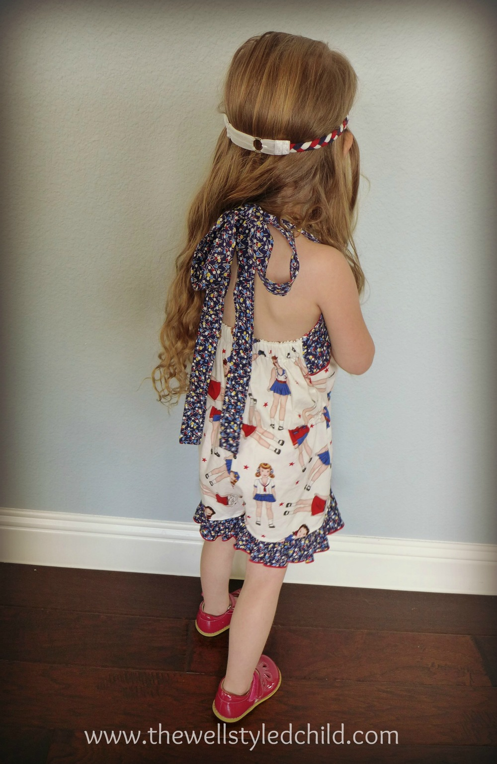 How adorable is the back of this ??!!! Love the classic, vintage flare!
