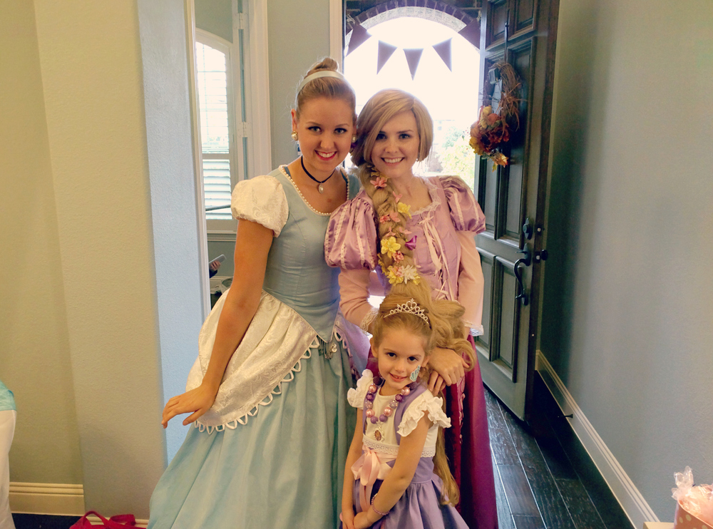 Holiday's adorable Rapunzel dress-up apron, Rapunzel hair (pictured above) and matching American Girl Doll outfit were all made by the very talented Jennifer Bayliss at Ross and Rosie Designs!!!