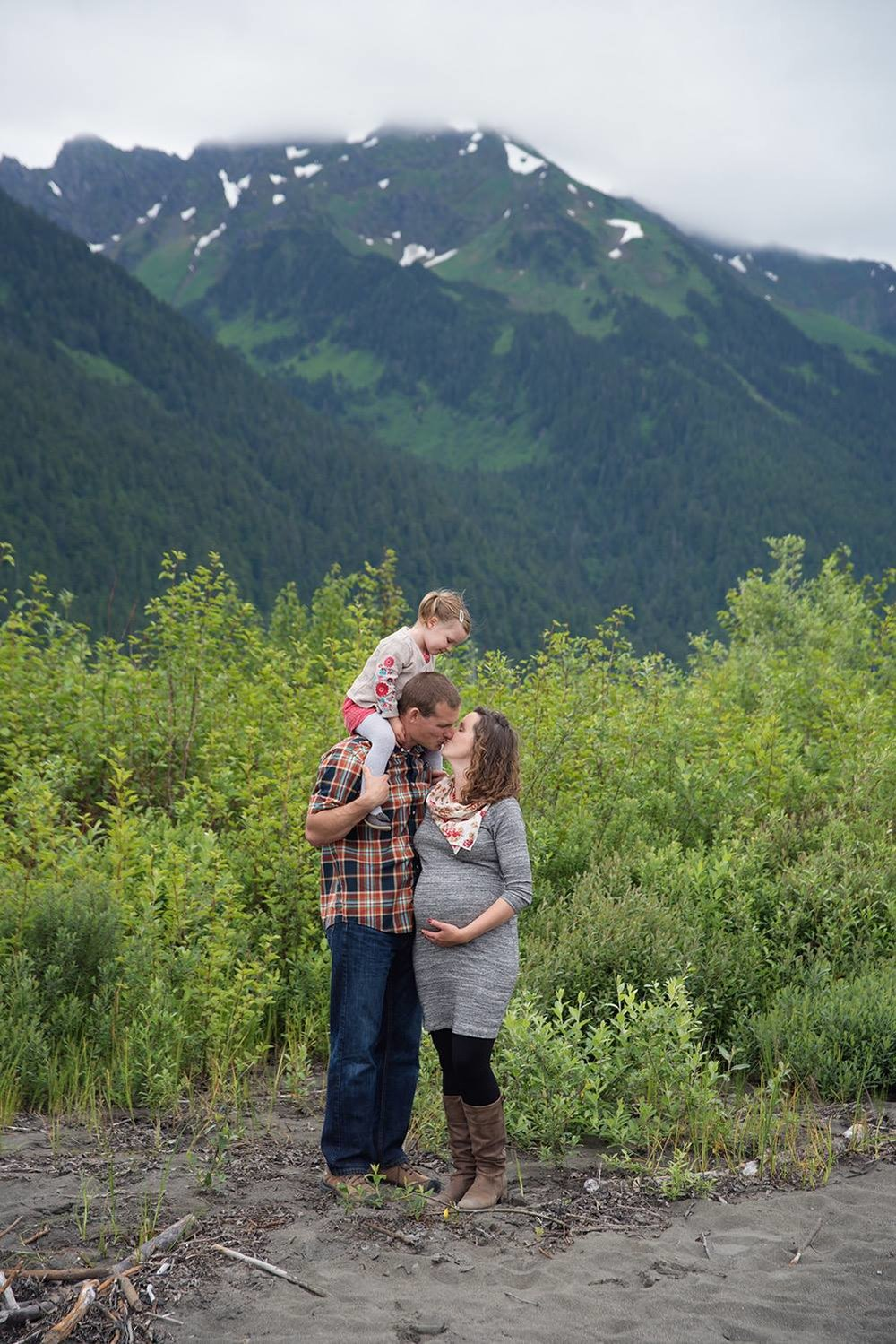 maternity couple family photographer in cordova alaska Breanna Mills Photography clark 2.jpg