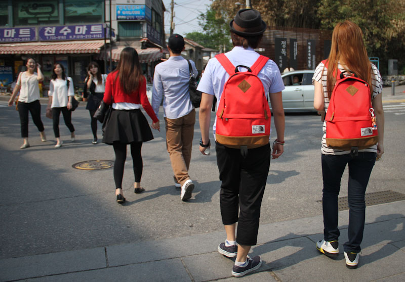Couples. Seoul street style.