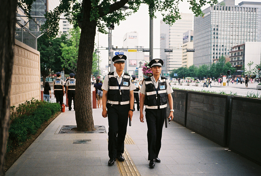 A pair of police officers in Seoul.