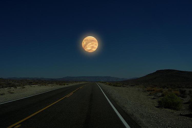 750-Moon-01