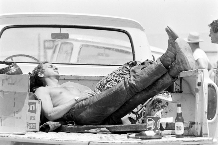 9Steve-McQueen-sleeping-in-the-back-of-his-pick-up-truck-CA-1963-John-Dominis