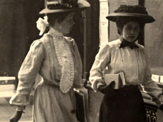 edward-linley-sambourne-1900s-street-style-1-537x402