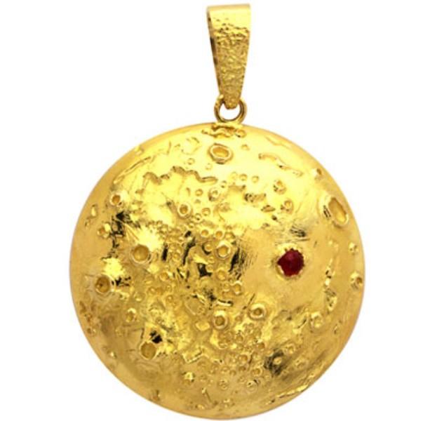 moon-landing-pendant-van-cleef-arpels-1969-yellow-gold-ruby1