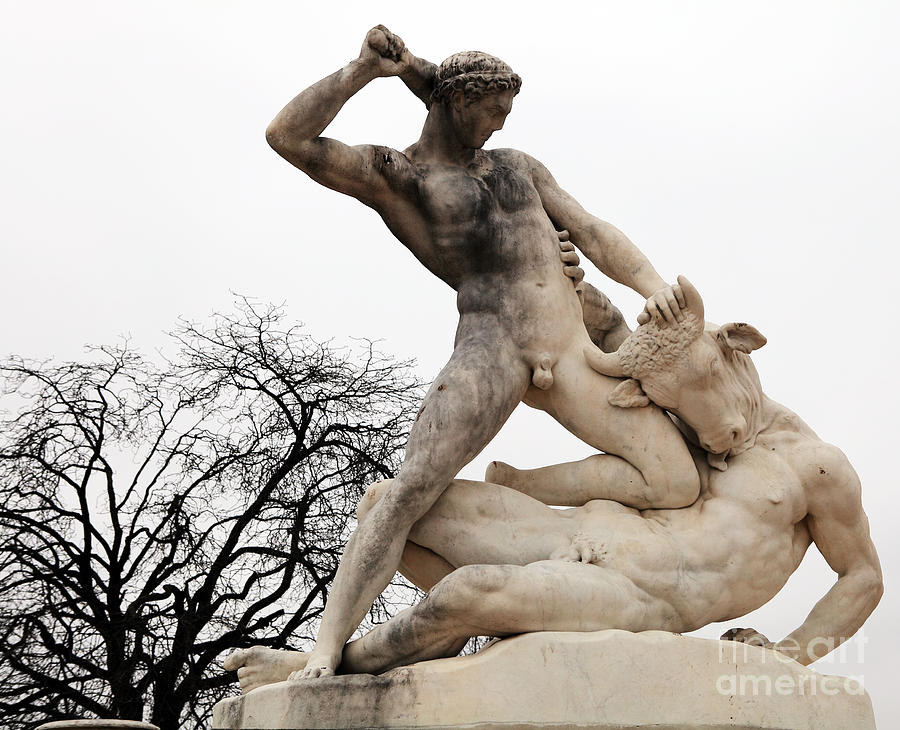 Theseus fighting the Minotaur byJean-Etienne Ramey, marble, 1826,Tuileries Gardens, Paris