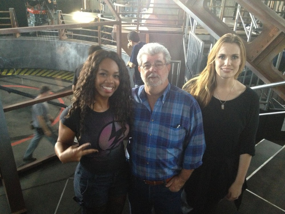 Keisha and her teammate Annika and George Lucas on the set of Robot Combat League
