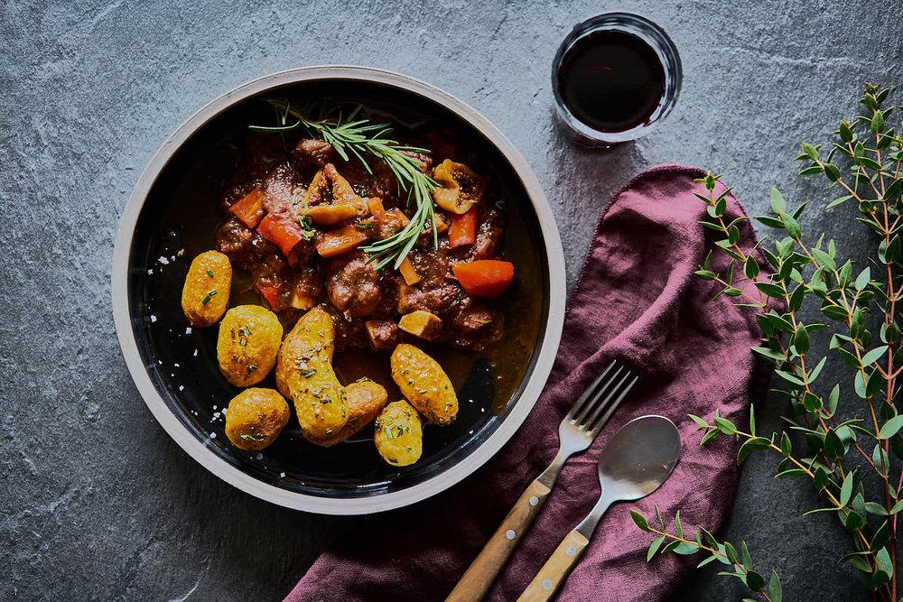 Rotwein-Eintopf mit Feigen - wärmend & aromatisch