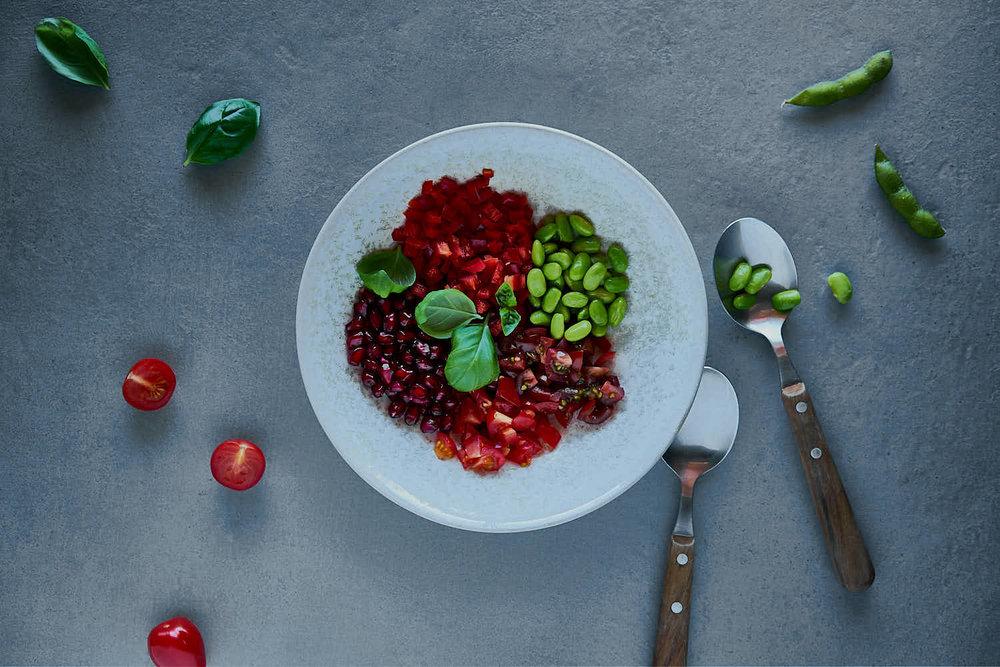 Tomaten-Paprika-Granatapfel-Salat mit Edamame