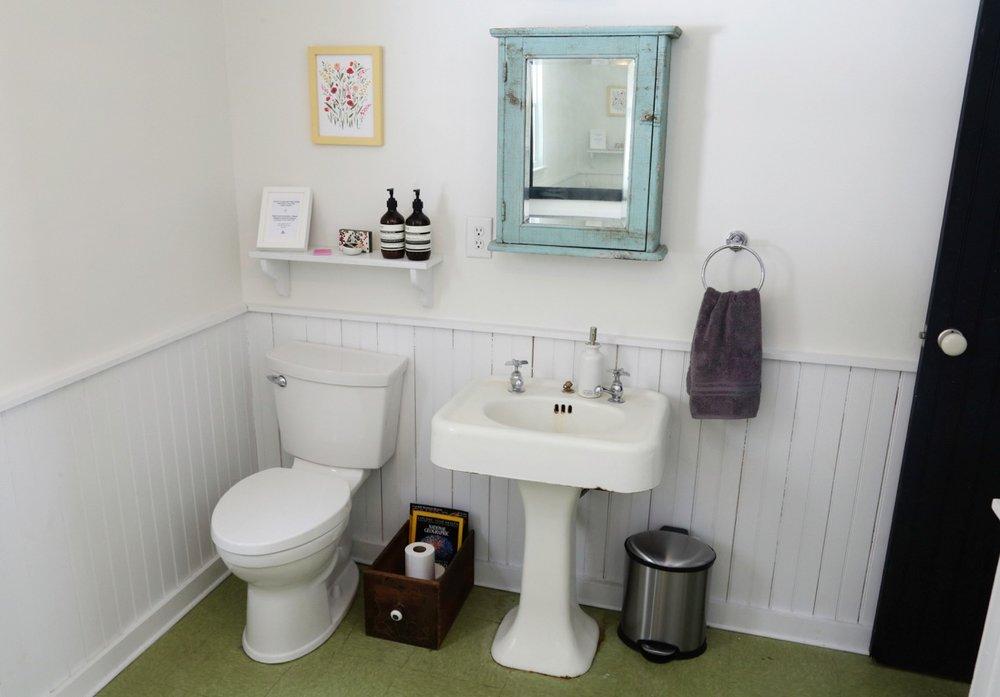 WILLOW COTTAGE DOWNSTAIRS BATHROOM 5_ESCAPE BROOKLYN.jpg