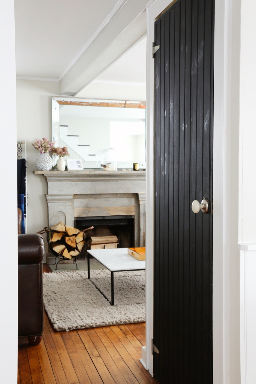 WILLOW COTTAGE KITCHEN LOOKING INTO LIVING ROOM 2_ESCAPE BROOKLYN.jpg