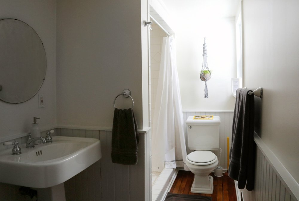 WILLOW COTTAGE UPSTAIRS BATHROOM 5_ESCAPE BROOKLYN.jpg