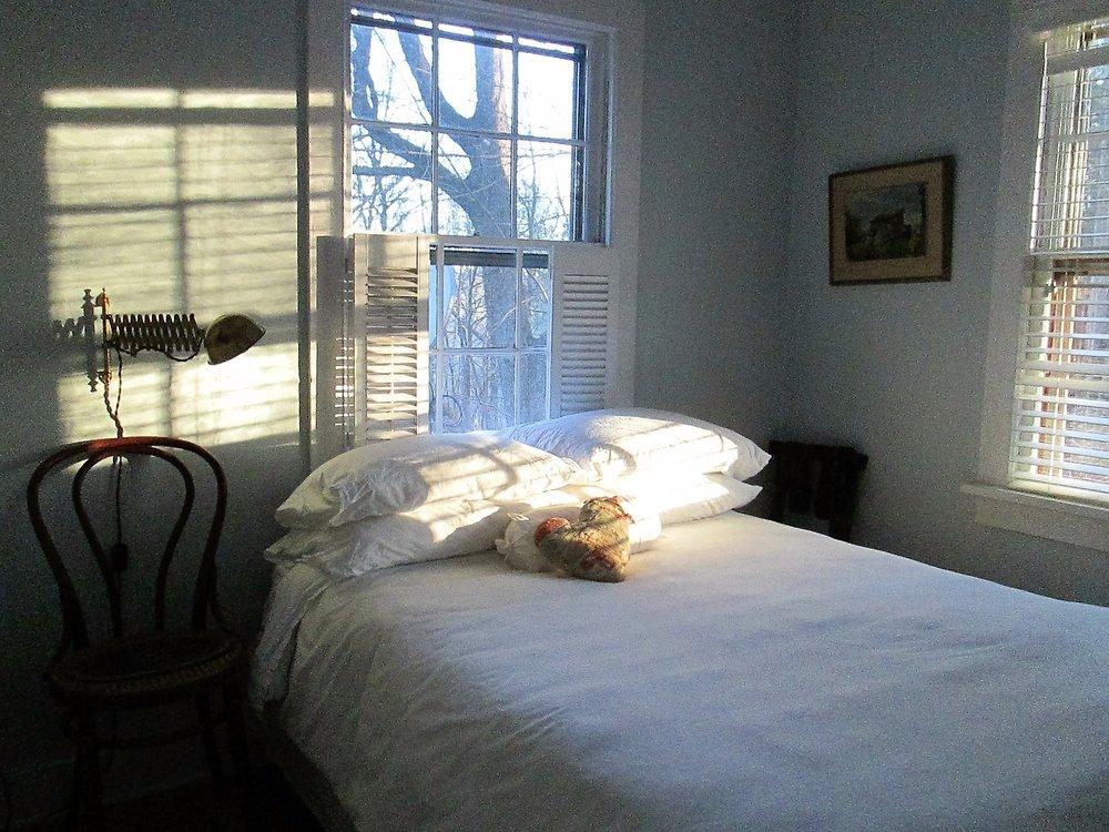 17. bedroom 2.JPG