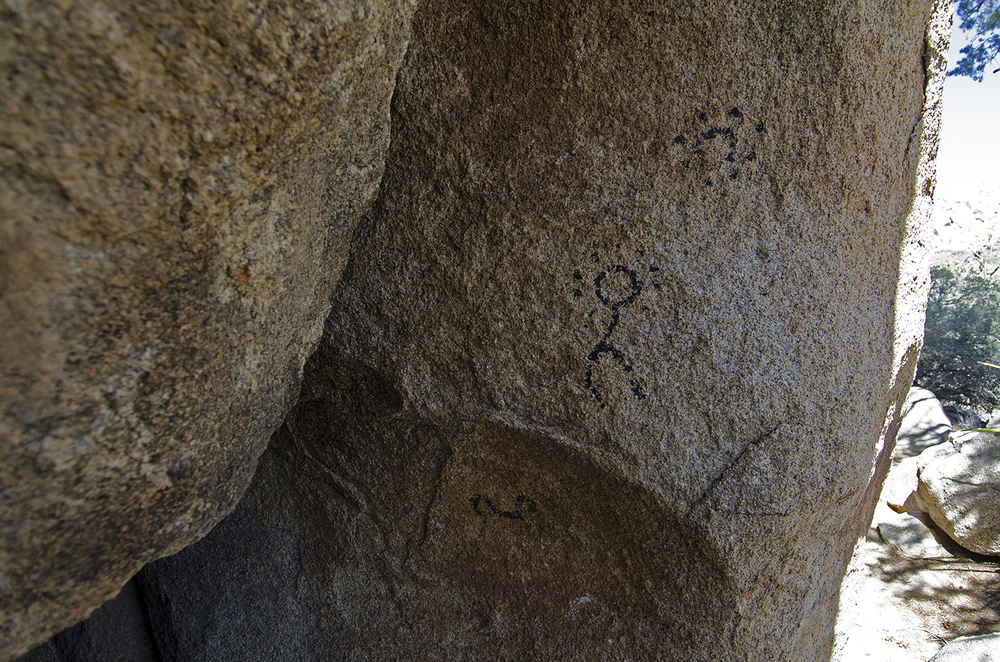 "Along the back side of the rock formation that holds the Disney Pictographs, I found what appears to be ""un-enhanced"" pictographs."