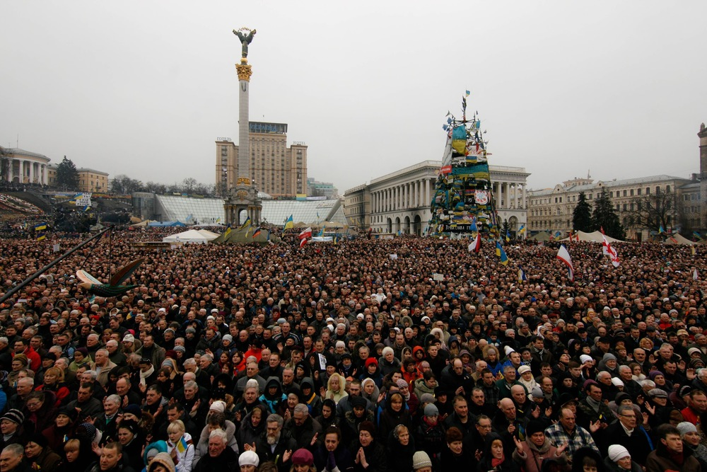 "People protesting against Russia's intervention ""Crimea is Ukraine"""