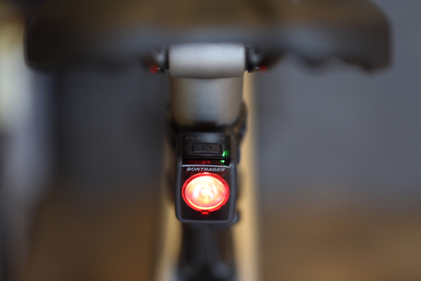 < Bontrager Flare RT Light - Bontrager's Flare lights were developed by a team of professional cyclists and graduate students at Clemson University's Visual Perception Lab. These daytime running lights have a focused lens, so other road users recognize your presence up to 2 km away. Flare RT comes equipped with an interrupted flash pattern that will get the attention of distracted day-time drivers. A rear daytime running light is the most effective way to increase your visibility on the road.