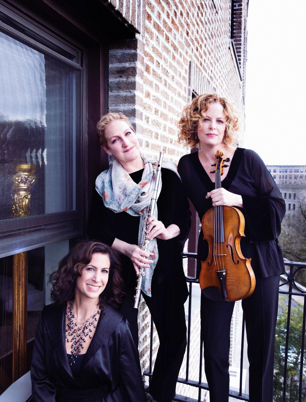 Auréole  (Left to Right): Stacey Shames, harp; Laura Gilbert, flute: Mary Hammann, viola. Photo Credit:  Lisa-Marie Mazzucco .
