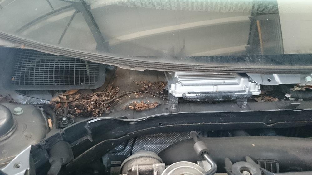De montage plaats van de motor-ecu.