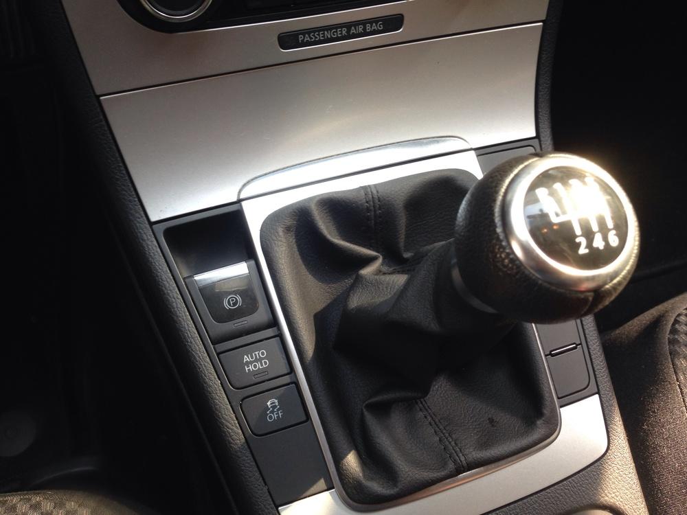 Bedieningsknopje van de elektrische parkeerrem van een Volkswagen Passat (3C)