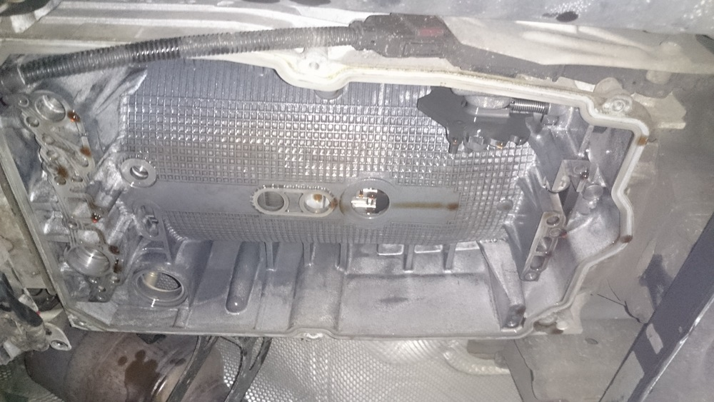 Carterpan, filter en hydraulisch brein gedemonteerd