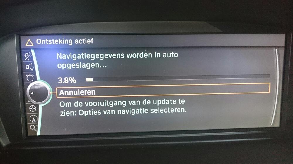 Navigatiegegevens worden in de auto opgeslagen