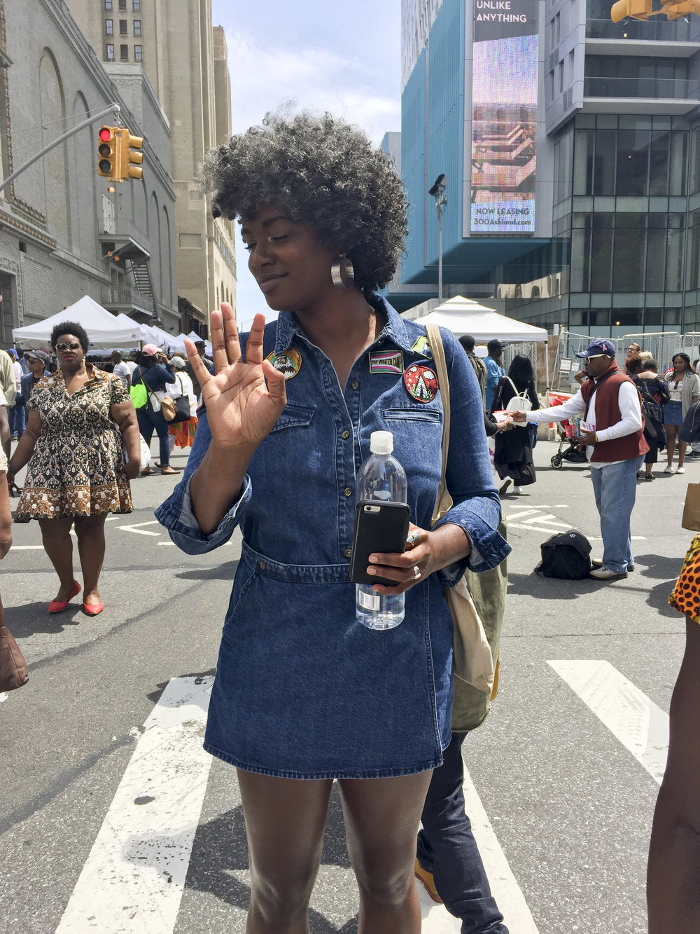 This boy scout inspired denim dress spotted on @aunt_viv  is TOO CUTE! #ylgstyledigest