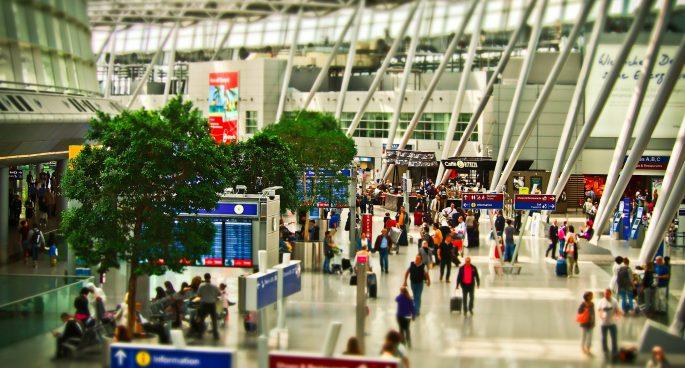 airport-1515448_1920-685x368.jpg