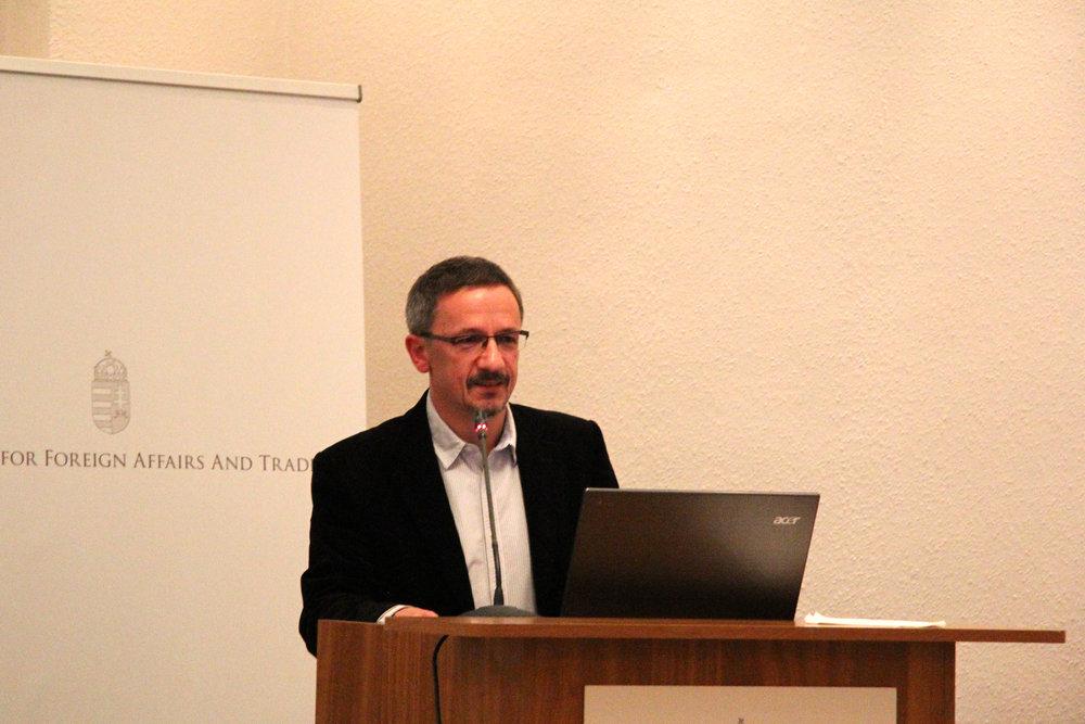 Dr Janos Rainer