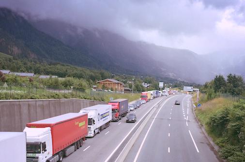 TRANSPORT MARCHANDISES - 6 - Relancer le fret ferroviaire sur la ligne ferroviaire existante du Mont-Cenis, utilisée à 20% de ses capacités seulement (combiné rail-route, fret classique).7 -Contrôler les poids lourds (AdBlue, poids, temps de conduite…).