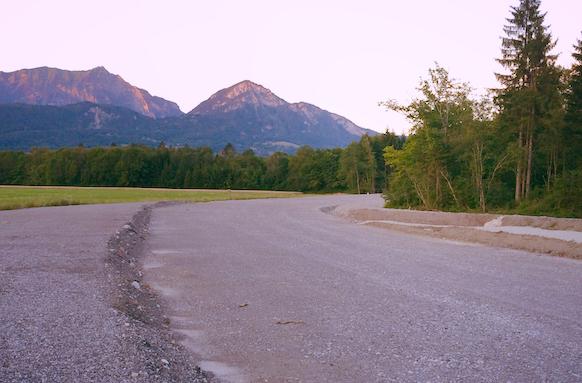 INFRASTRUCTURES - 2 - Cesser d'aggraver la situation et revoir chaque projet en le passant par un «filtre air et climat», que ce soit pour les projets routiers ou les projets d'urbanisation… Trop de routes sont encore en projet en Haute-Savoie et augmenteront la circulation et les émissions.