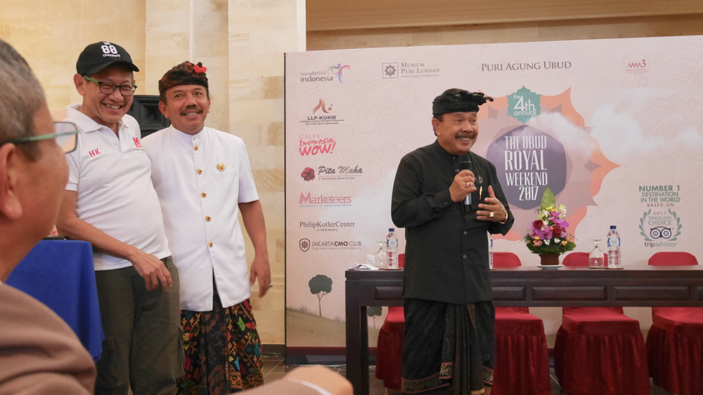 Hermawan Kertajaya, co-author of Marketing 3.0 (left) with the princes of Ubud.