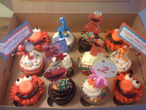 Sesame Street with paper & toy toppers