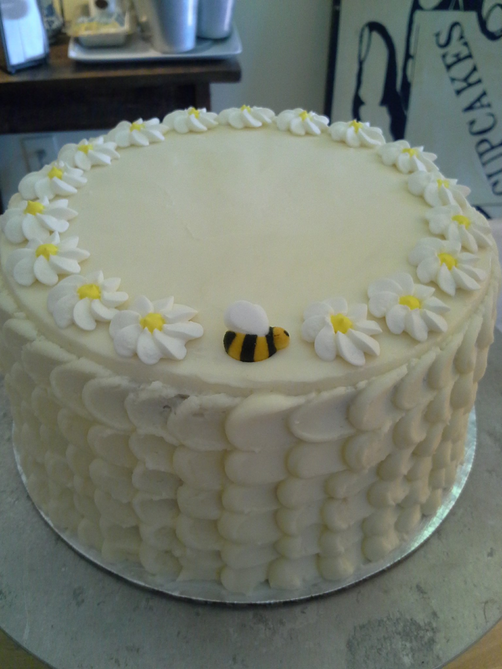 bee cake.png