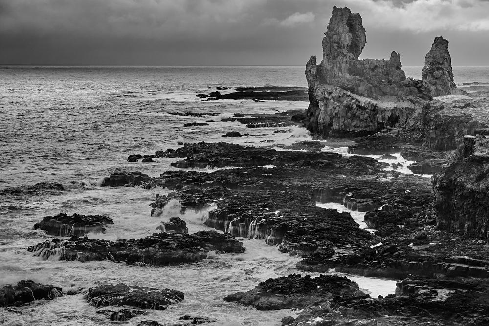 Lóndrangar basalt cliffs