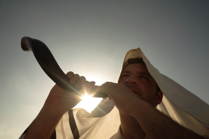 Sounding a shofar