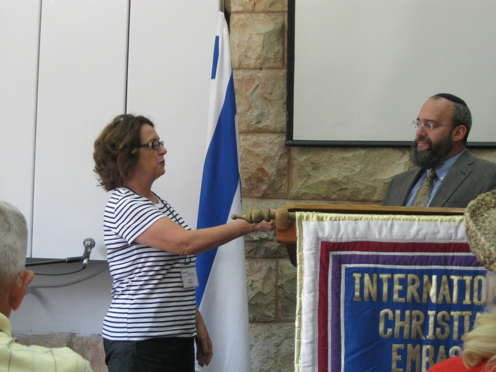 Deby Brown presents large donation to Sh'muel Bowman