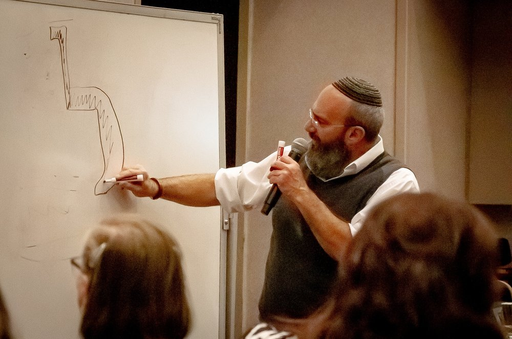 Shmuel draws a lamed on the board