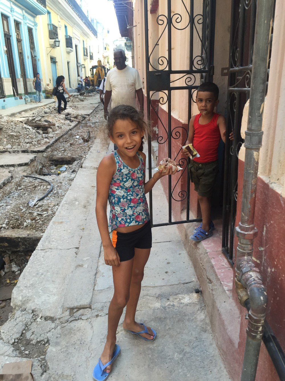 She Smiles Back (Havana, 21 May 2015)  Photo credit Emmy Scharlatt;  Copyright © Emmy Scharlatt, 2015
