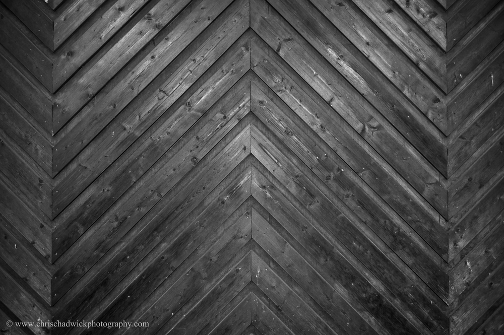 Diagonals There are clear diagonals in this wood panelling, although it was difficult to get good contrast as the lighting was front on, with no raking light.