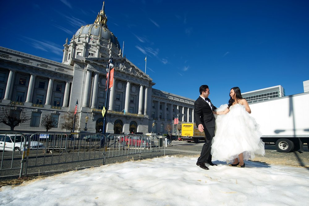 city-hall-snow-bride-groom-san-francisco.jpg