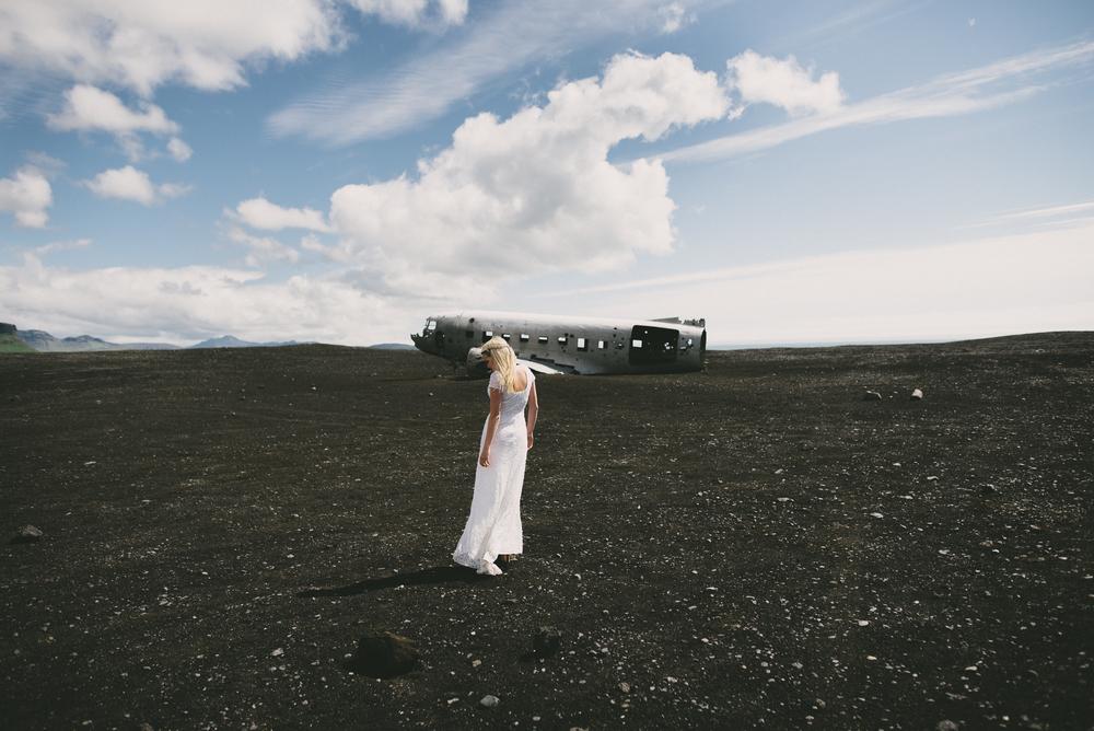 bride at Sólheimasandur plane wreck iceland