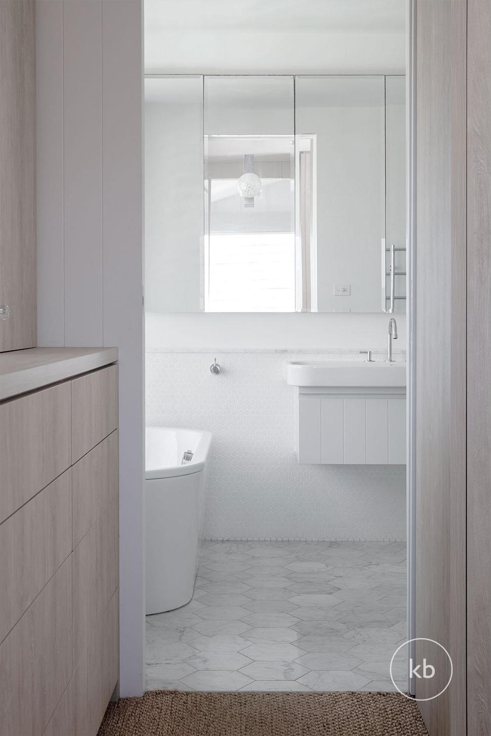 ©-Kate-Bell-Interior-Architecture-&-Design-Bronte-Yanko-project-Bathroom-01.jpg