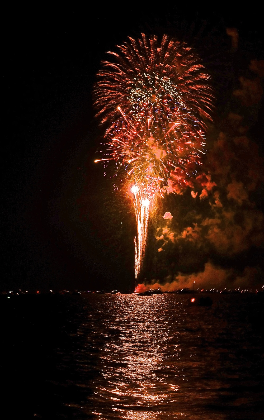 TST_fireworks_Lake Minnetonka_4thJuly_photo.jpeg
